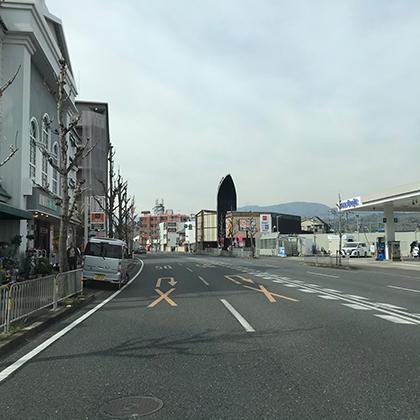 上桂前田町の交差点を直進